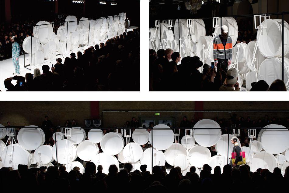 VIBSKOV MODESHOW Den ekstravagante trommemaskine/catwalk blev udviklet til fremvisningen af Henrik Vibskovs vinter/forårskollektion, som blev vist i Paris og København. Maskinen blev aktiveret af øjmodellerne, som ved at træde på pedaler, satte en række tandhjul i bevægelse.   kuubo.dk