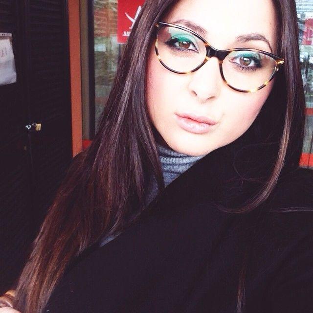 In viaggio verso #perugia, ALİCE PASTİ Attenzione che vi bacchetto eh!!!  Finalmente posso far finta di fare la donna in carriera!  Sono arrivati i miei gioiellini Chanel !!  Quanto è bello questo occhiale? Grazie @baggioluxury i love u!!!!! Follow @baggioluxury  Bacini!