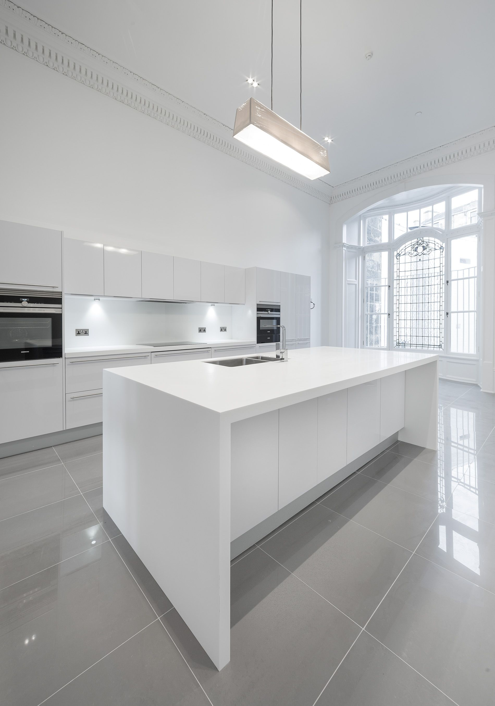 30+ Modern White Kitchen Design Ideas and Inspiration | Gray floor ...
