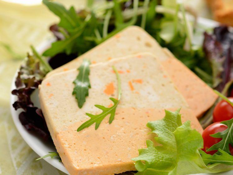 Découvrez La Recette Terrine De Poisson Bicolore Sur Cuisineactuelle Fr Recette Terrine De Poisson Terrine De Poisson Recette De Terrine