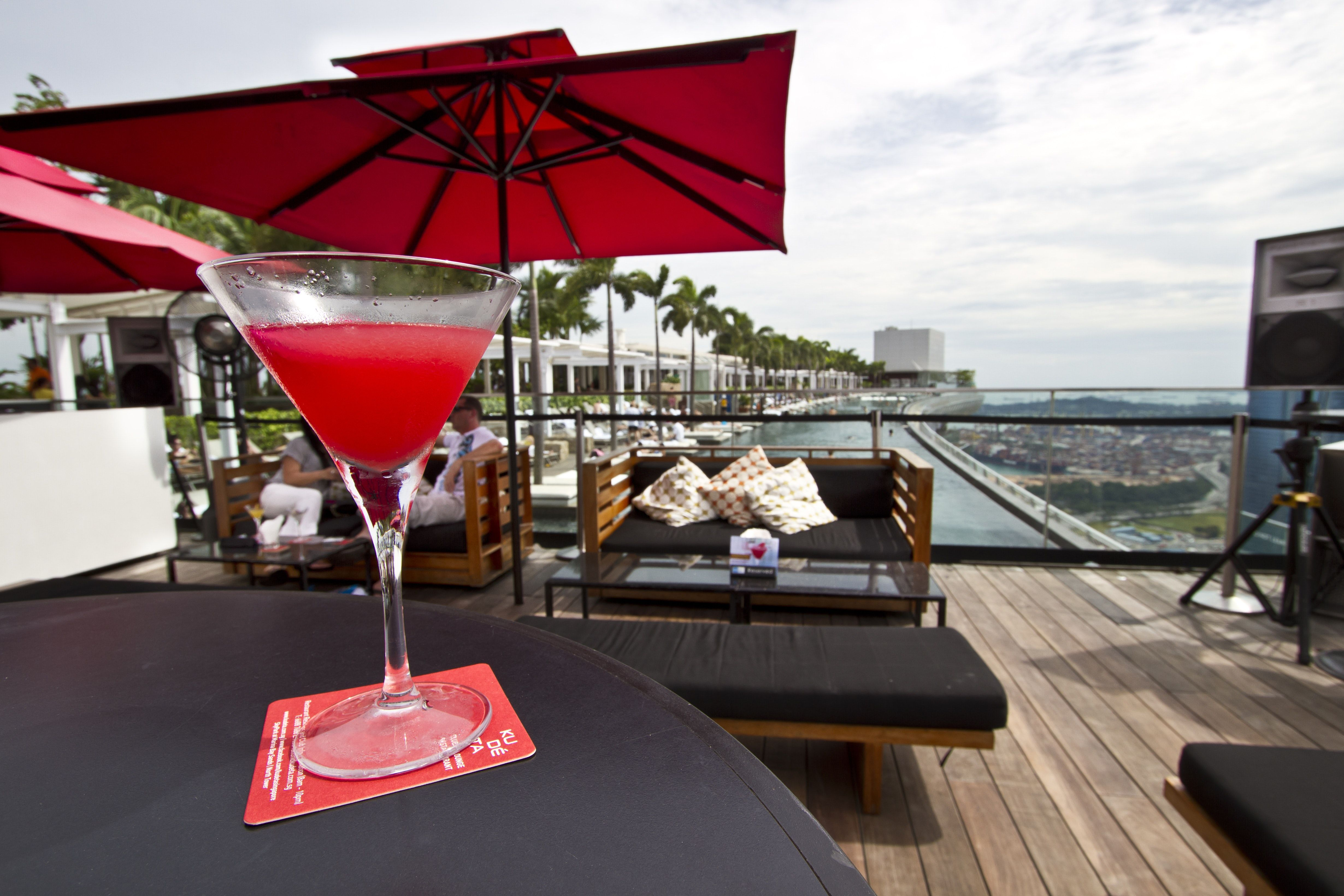 Singapore S Best Rooftop Bars And Bars With A View Rooftop Bar Best Rooftop Bars Cool Bars