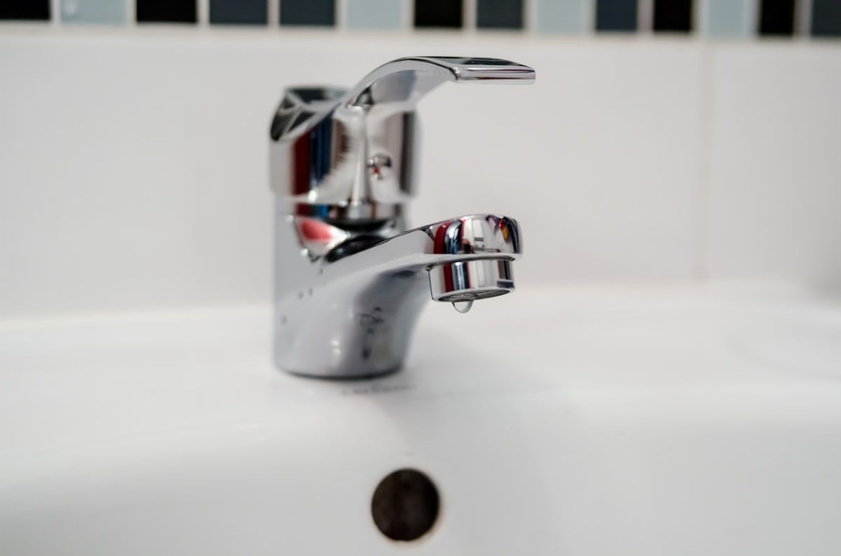 Kitchen Bathroom Tap Change And Repair In London Myhomehandyman Provides A Quick And Affordable Tap Rep Small Bathroom Bathroom Design Small Tropical Bathroom