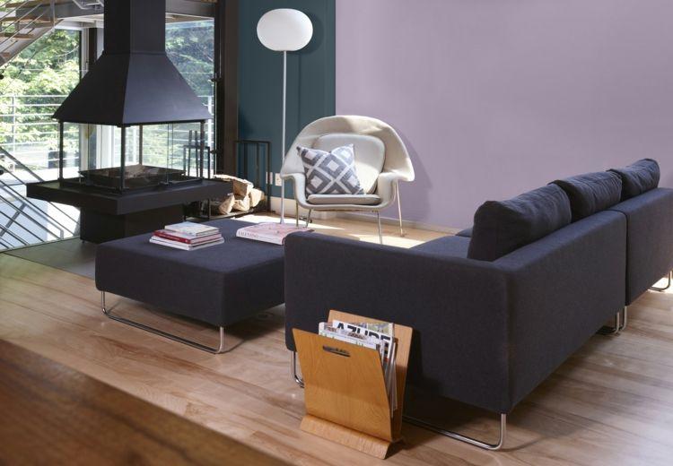 farbe-mauve-modern-wohnzimmer-gestaltung-kamin-stehlampe - moderne wohnzimmergestaltung
