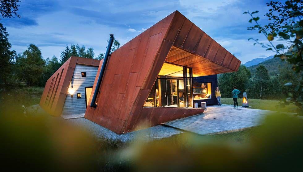 Hytte i Sunnmørsalpene: Denne rustne hytta skiller seg mildt sagt ut