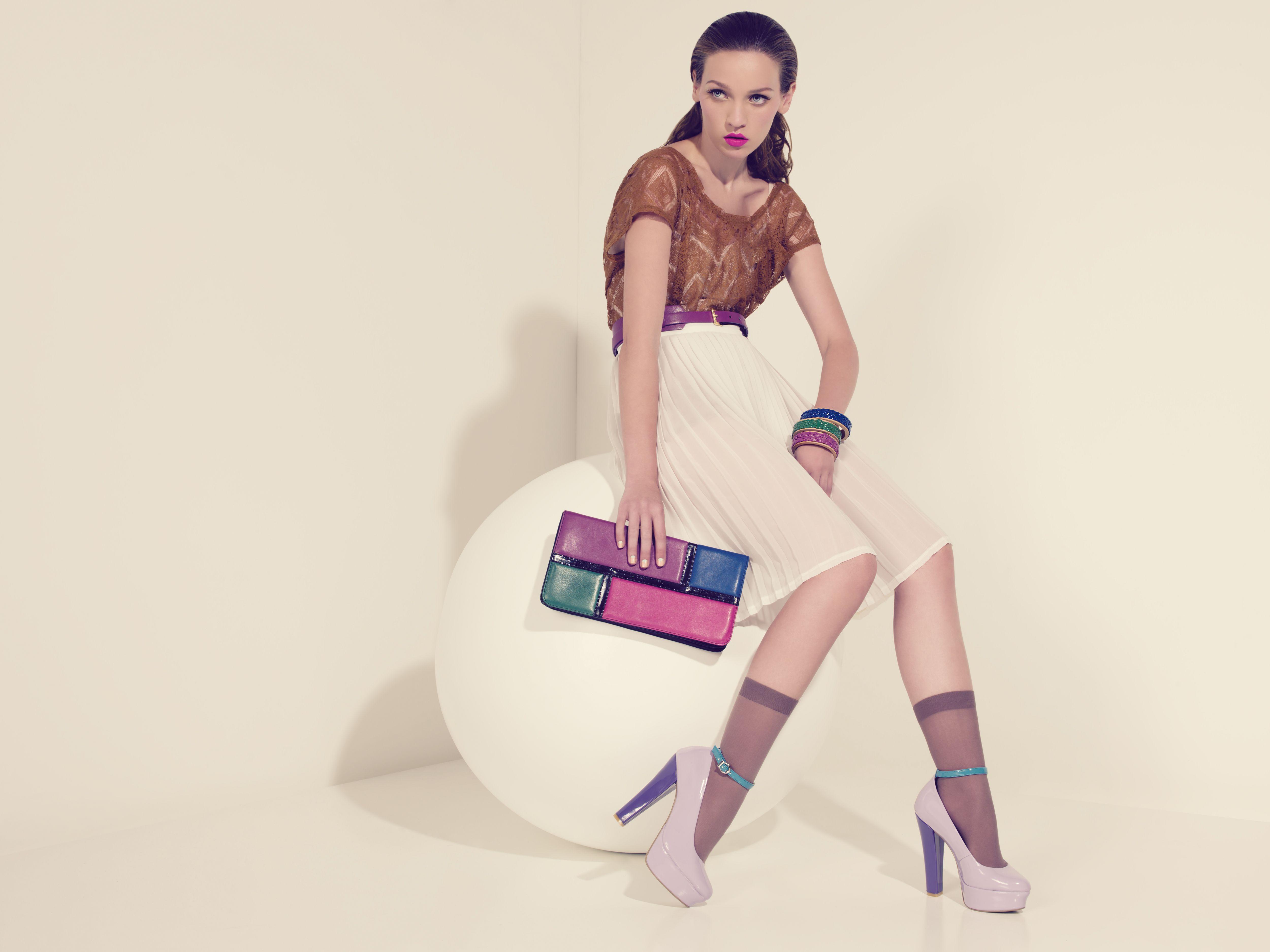 Modelando los pump lila charol