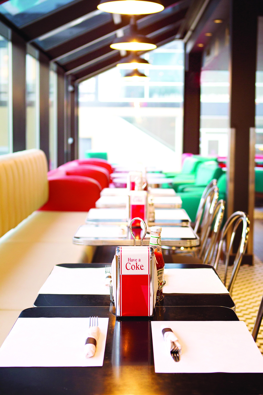 Le Flash Restaurant & Bar Inspir Des Fifties Qu Bec