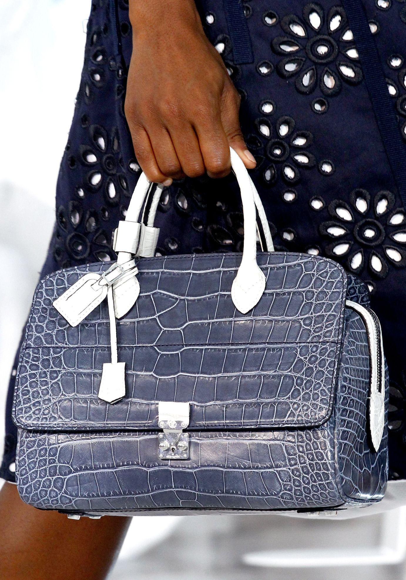 Défilé Louis Vuitton  Printemps-été 2012   Pinterest   Louis vuitton ... 904bfe18d22