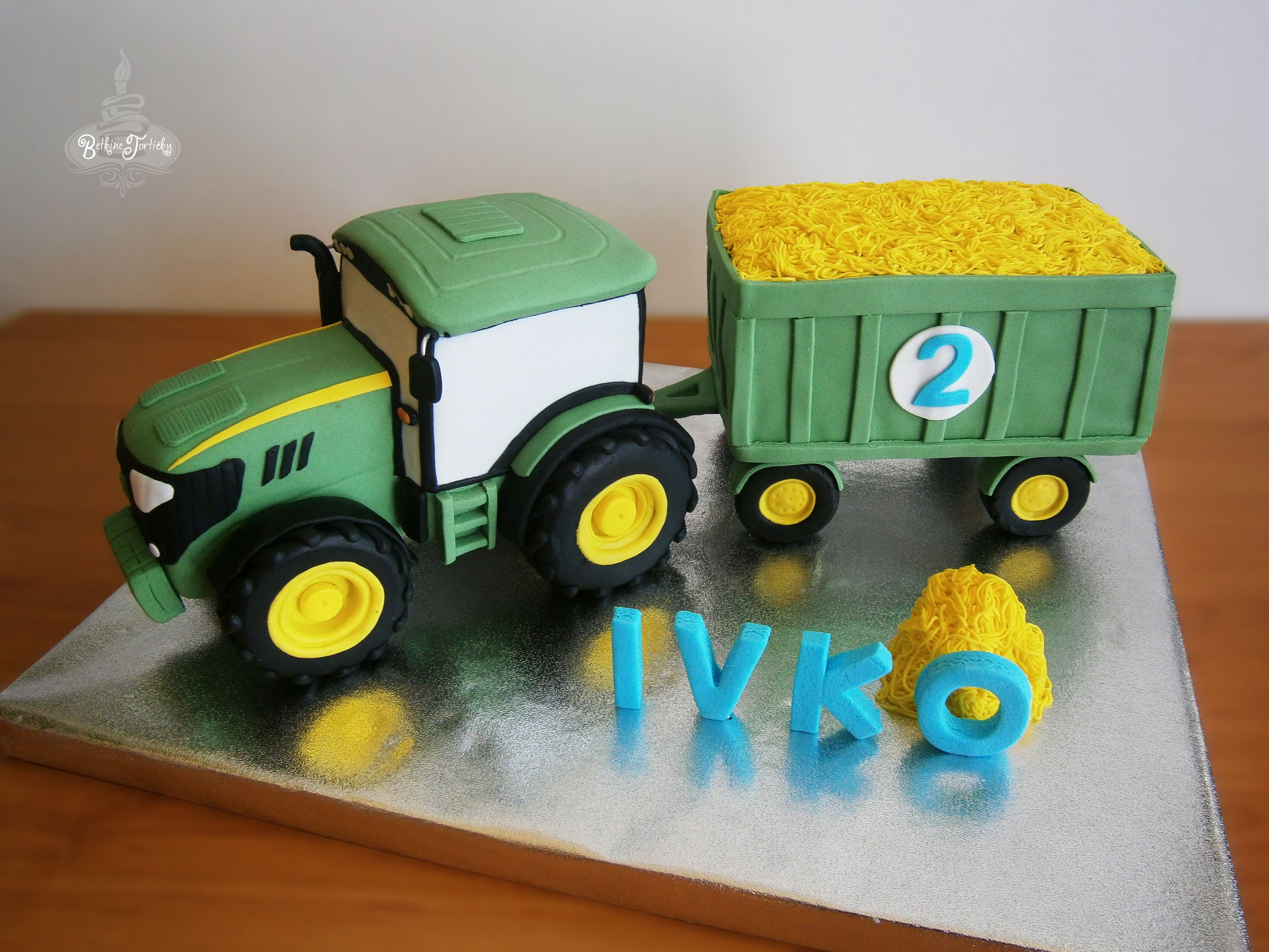john deere tractor cake  Fondant Cakes in 2019  Traktor