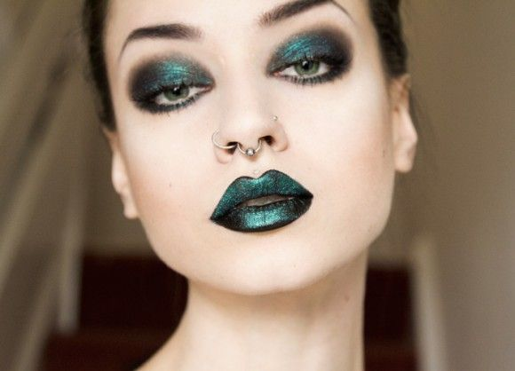 This is my favourite make up look with black eye shadow and lipstick layered with dazzle dust on the eyes and lips. Model: Felice Fawn. <3
