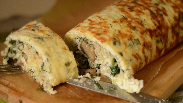 Roll filled with chicken and mushrooms