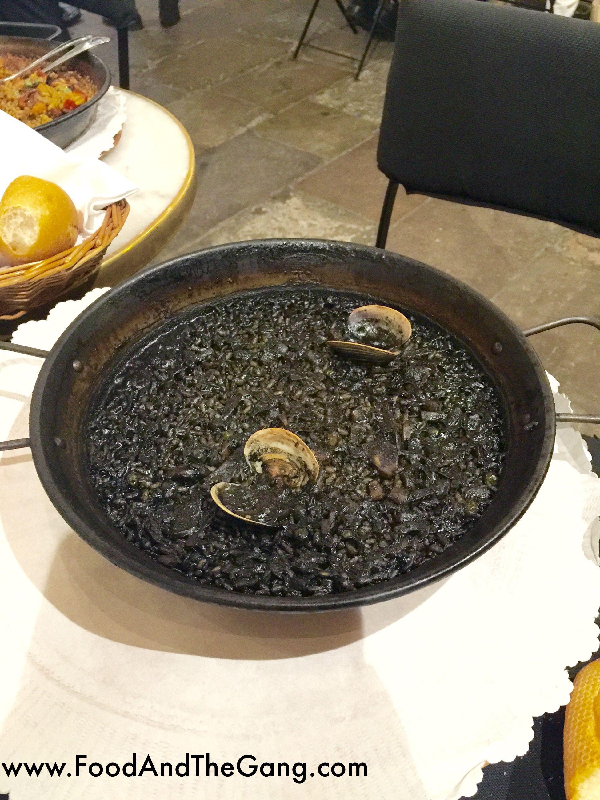 ** 7 PORTES - BARCELONA ** Paella Encre de Seiche / BEST PAELLA EVER!!! #SeaFood #FruitsDeMer #Paella #EatGirl #Barcelone #Bcn #Restaurant #EatGirl #FoodTrotter #FoodJungle #Foodreporter #SietePortes #PlaceToEat