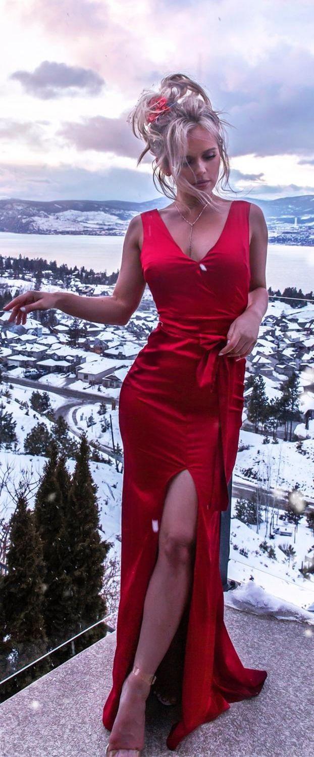 Mermaid vneck floorlength red prom dress with split prom
