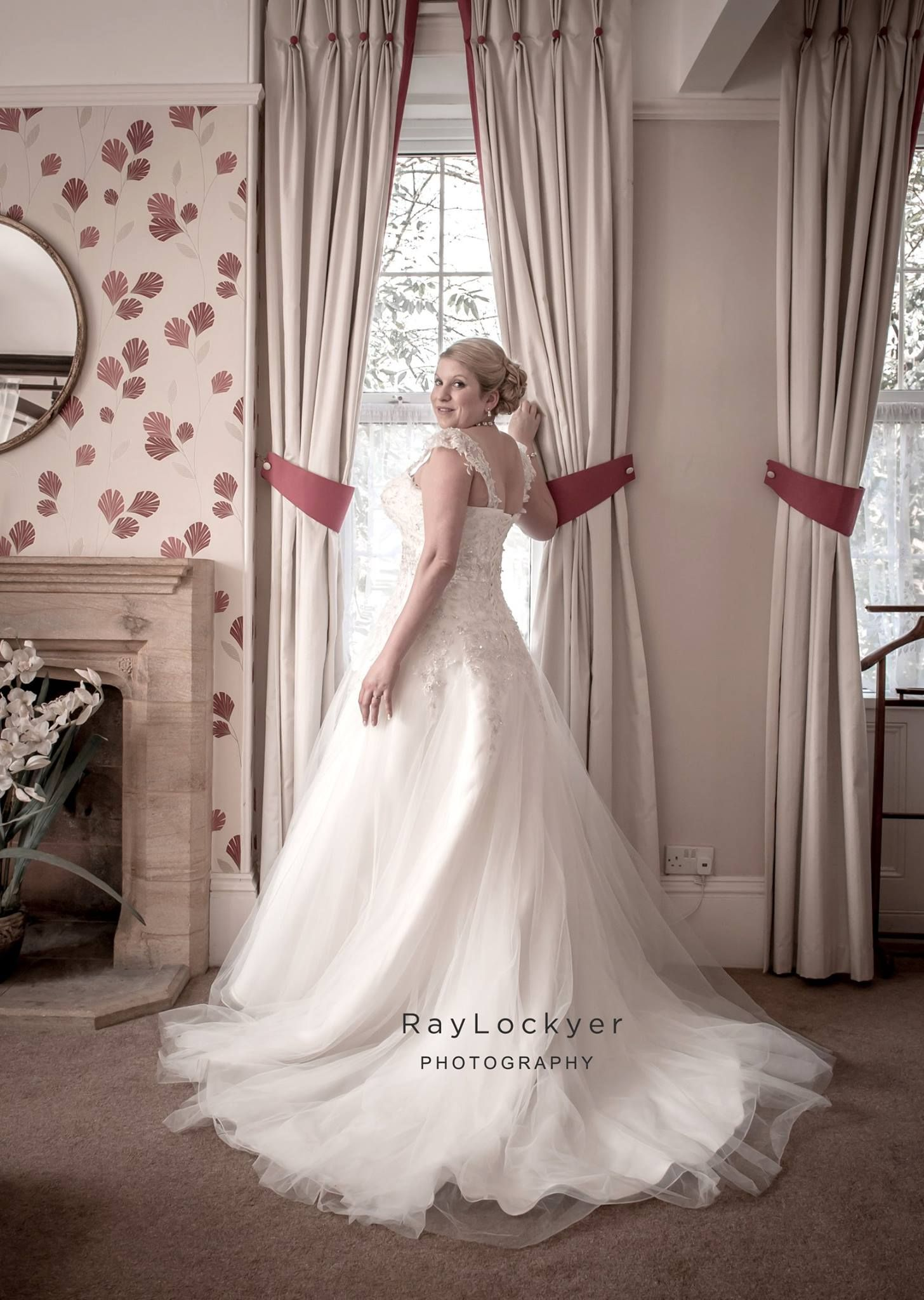 Ray Lockyer Yeovil Wedding Photographer - Bride during bridal ...