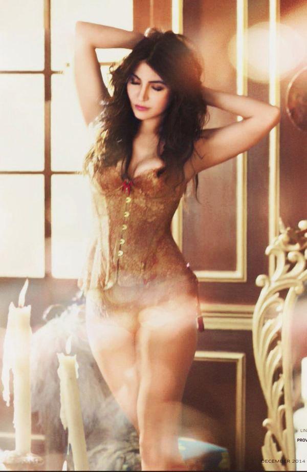 Anushka Sharma  Anushka Sharma, Hot Poses, Hollywood -5399