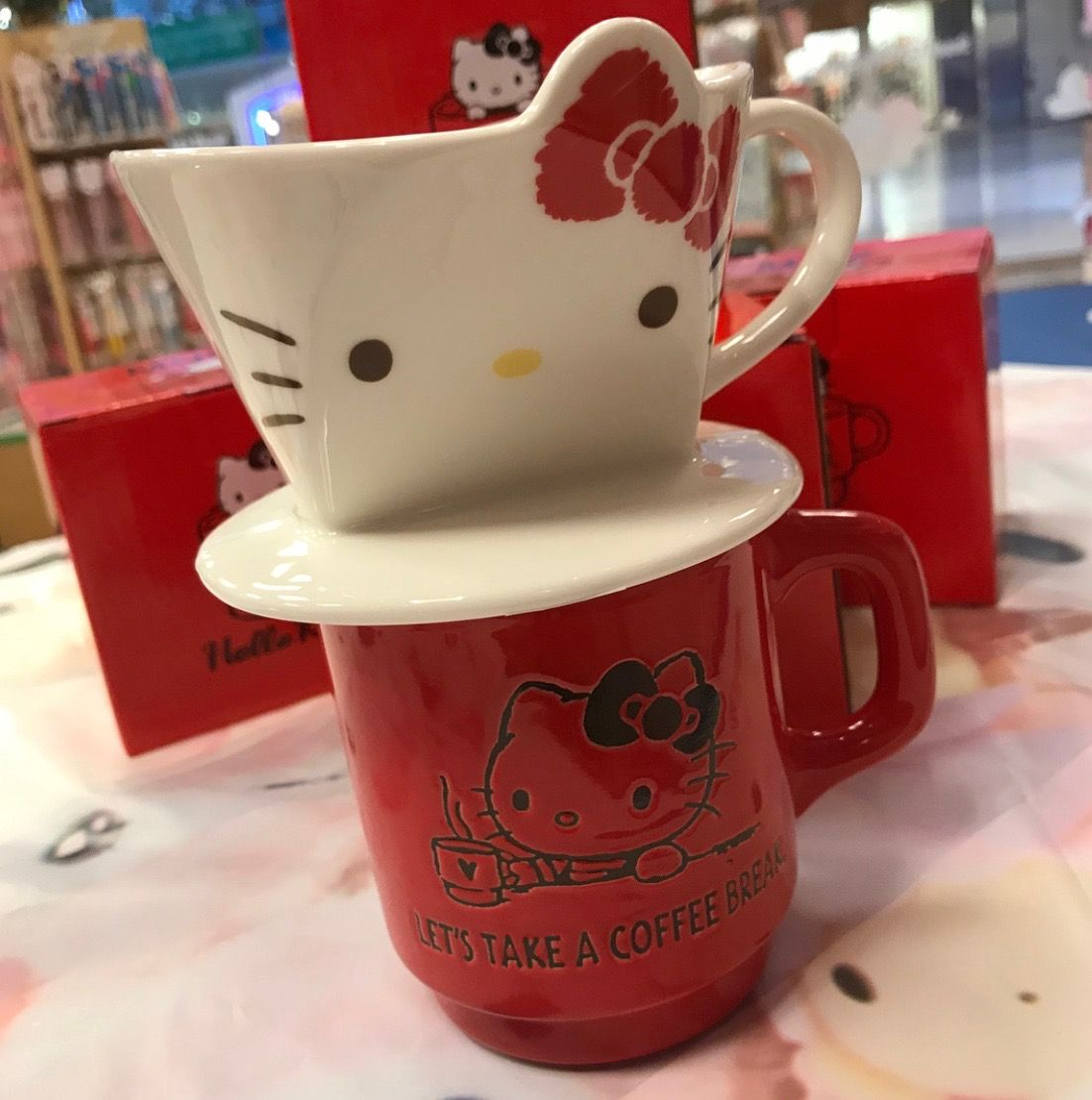 Hello Kitty tea/coffee strainer with cup (๑>