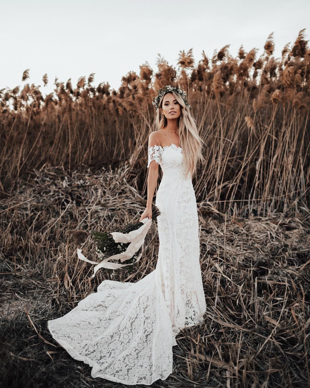 22 7k Likes 524 Comments M E G Style D Avenue Meg Legs On Instagram Starting Monday O Lace Beach Wedding Dress Lace Rustic Wedding Ivory Wedding Dress
