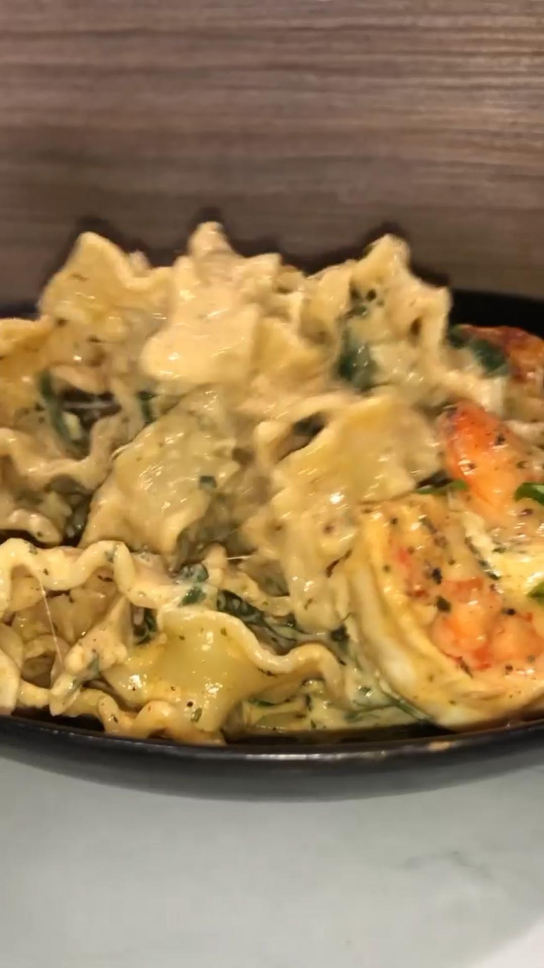 Creamy Spinach Shrimp & Chicken Pasta