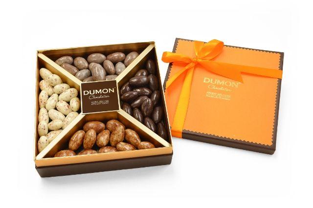 CHOCOLATE ALMONDS GIFT BOX(SPICY) CONTAINING : - LATTE MACCHIATO ALMONDS, - CHILI DARK CHOCOLATE ALMONDS, - TIRAMISU ALMONDS, - ROSE PEPPER WHITE CHOCO ALMONDS.