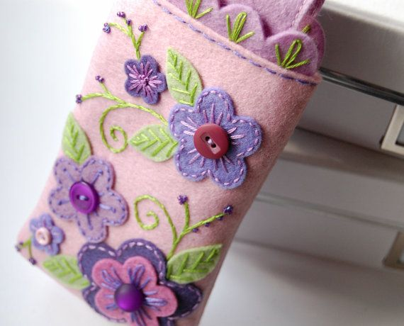 Love this felt flower appliqué - make an embroidery case with hoop storage, thread, needles, scissors inside