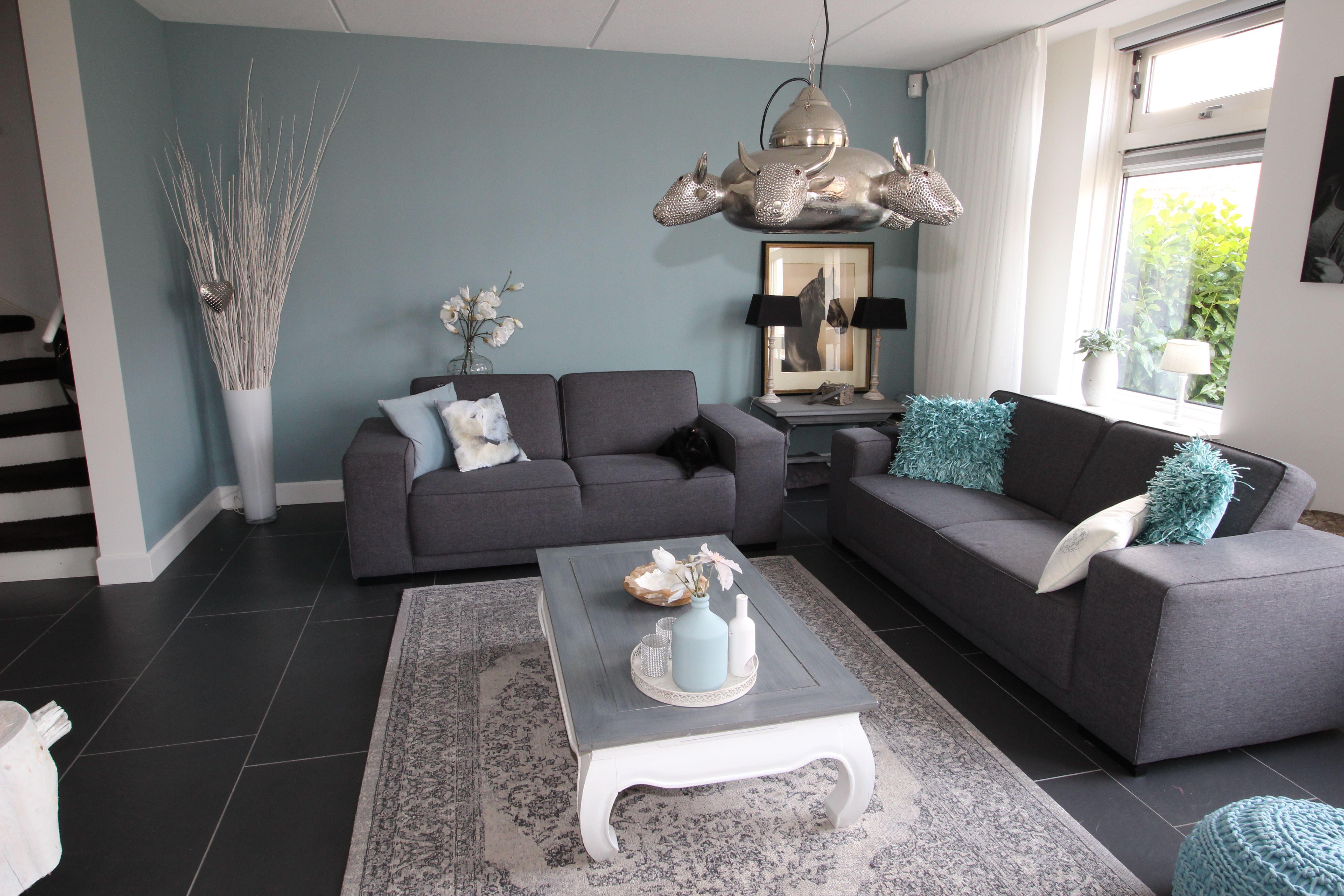 Frisse woonkamer met prachtige kleur: Early Dew van Flexa ...
