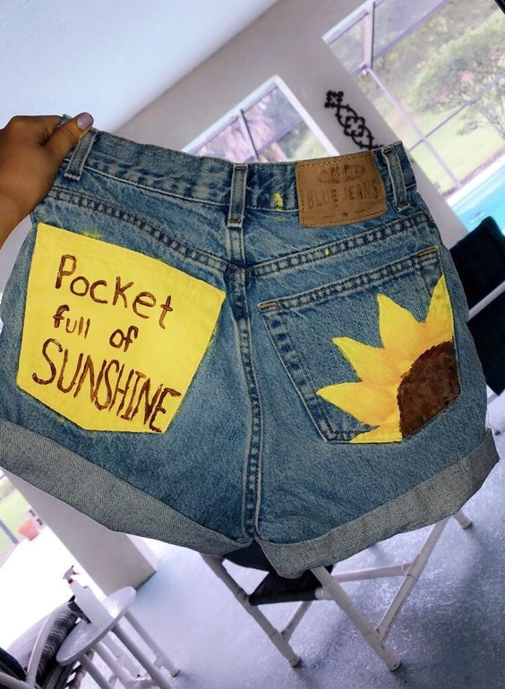 DIY Painted Sunflower Denim Shorts #paintedclothes Sunflower painted jeans