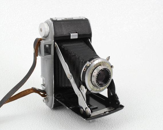 Retro Kodak Tourist Folding Camera 1950 S Vintage 620 Film Folding Camera In Very Good Condition Retro Camera Vintage Cameras Retro