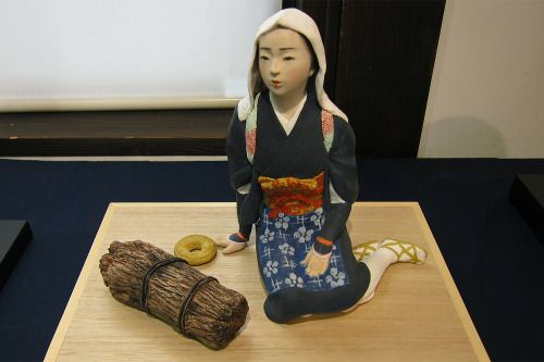 take-all-a:  永野繁大氏の博多人形   A Hakata doll of a young peasant woman made by Shigeharu Nagano.
