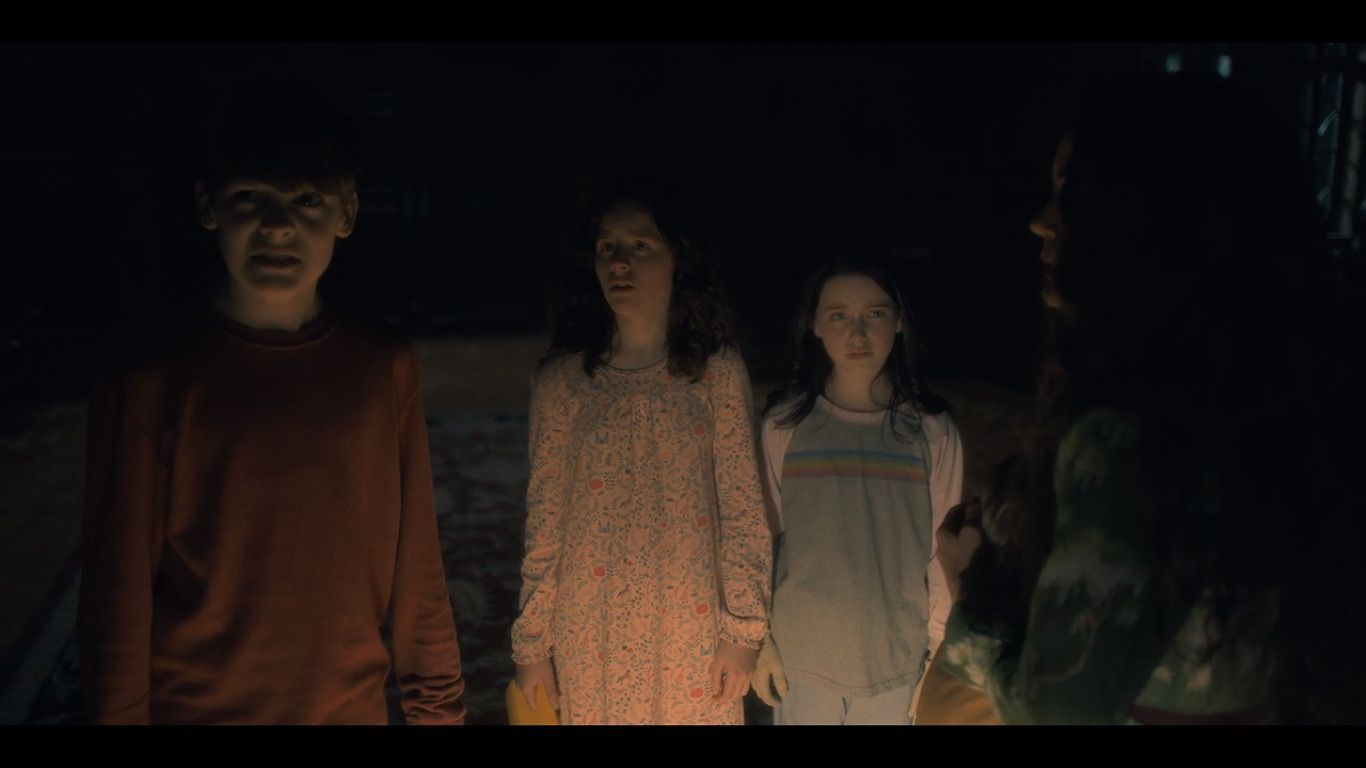 Paxton Singleton As Young Steven Lulu Wilson As Young Shirley Mckenna Grace As Young Theo In Season 1 Episode 6 Of House On A Hill Haunting Mckenna Grace