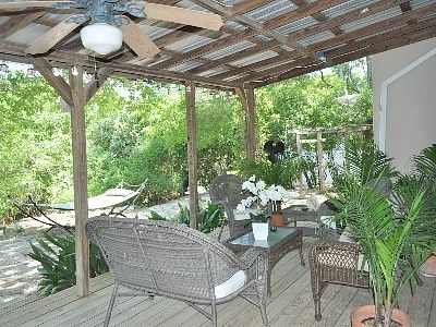 Pin By Nannie Plants On Outdoor Living Patio Patio Roof Pergola With Roof