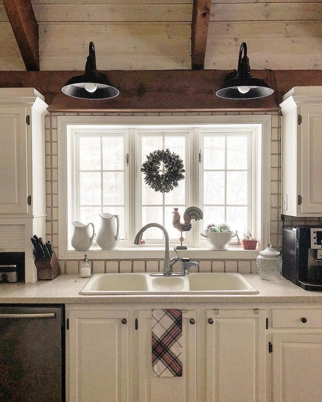 30 amazing kitchen christmas decoration on a budget home decor farmhouse style kitchen home on kitchen cabinets xmas decor id=47916