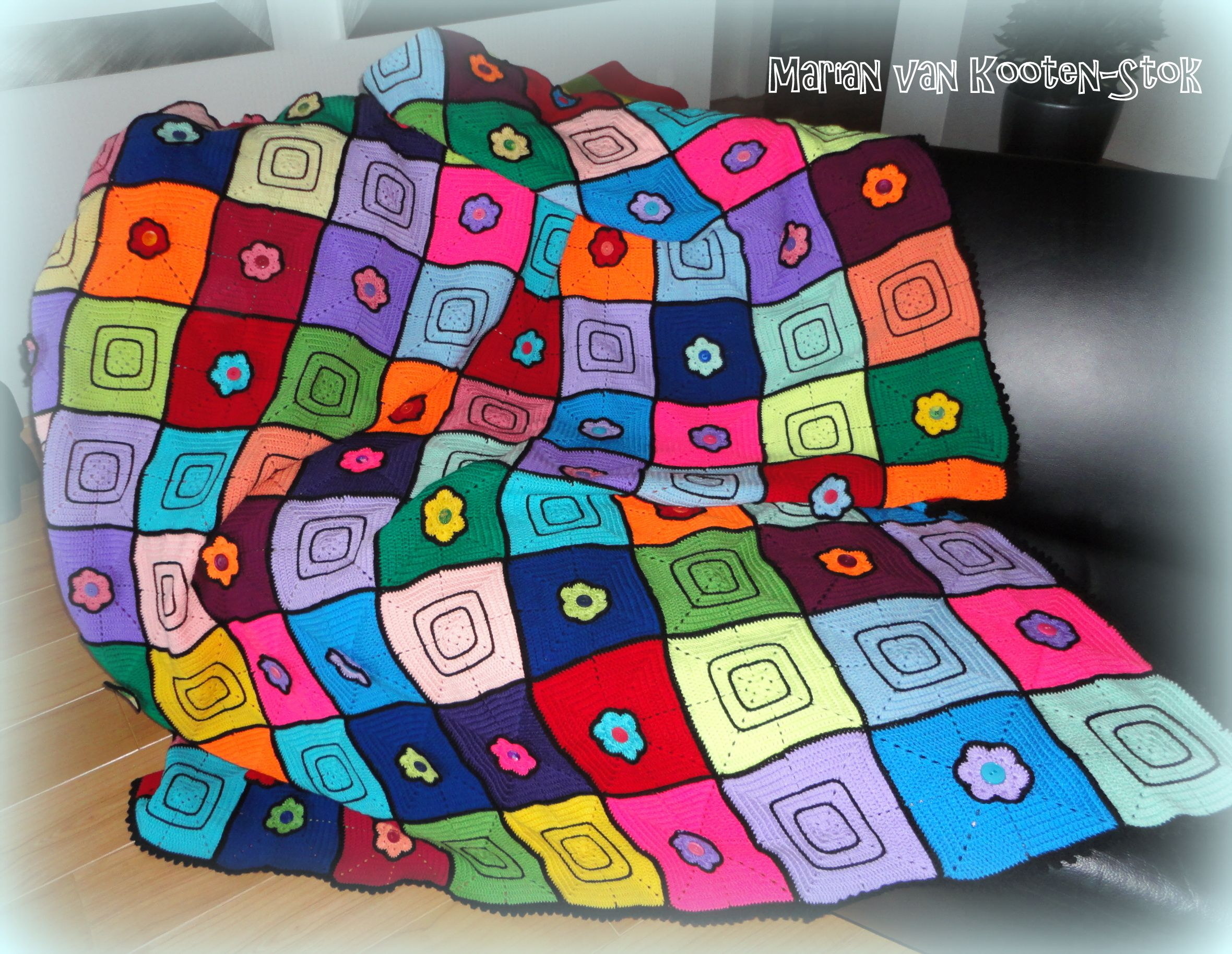 This is the pattern of the square http://www.pinterest.com/pin/126734176985457267/ and this is the pattern of the flower http://www.pinterest.com/pin/126734176987800006/. I used also a little bit of imagination.