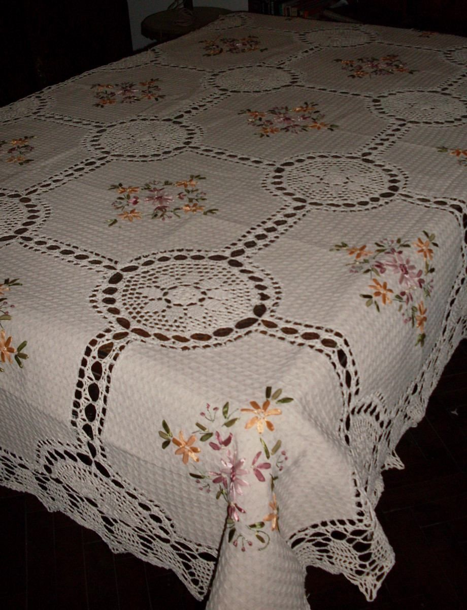 Manteles en crochet y tela r stica bordado en cinta 1 - Imagenes de mesas con manteles ...