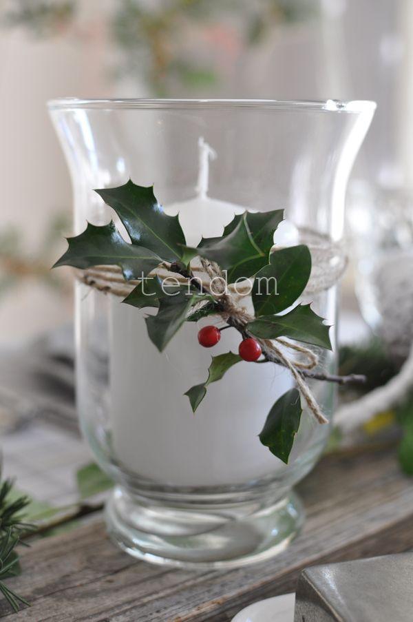 Śliczny szklany lampion Florence.  Pięknie prezentuje się zarówno jako świecznik, ale także jako wazon, czy też pojemnik na szczoteczki do zębów, przybory kosmetyczne.  W ofercie naszego sklepu mamy także większe lampiony Florence.  Wymiary: wys. 15 cm.