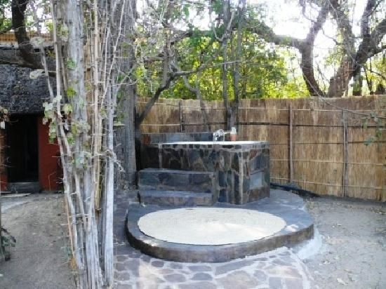 outdoor-bathtub-54970.jpg (550×412)