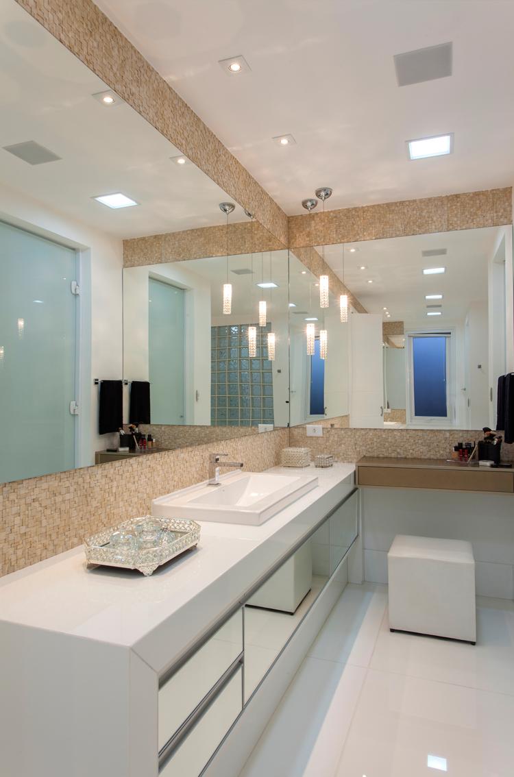 Banheiro, branco, bege, pastilhas, bancada  Banheiros  Bathroom  Pinterest -> Banheiro Branco Com Pastilhas Bege