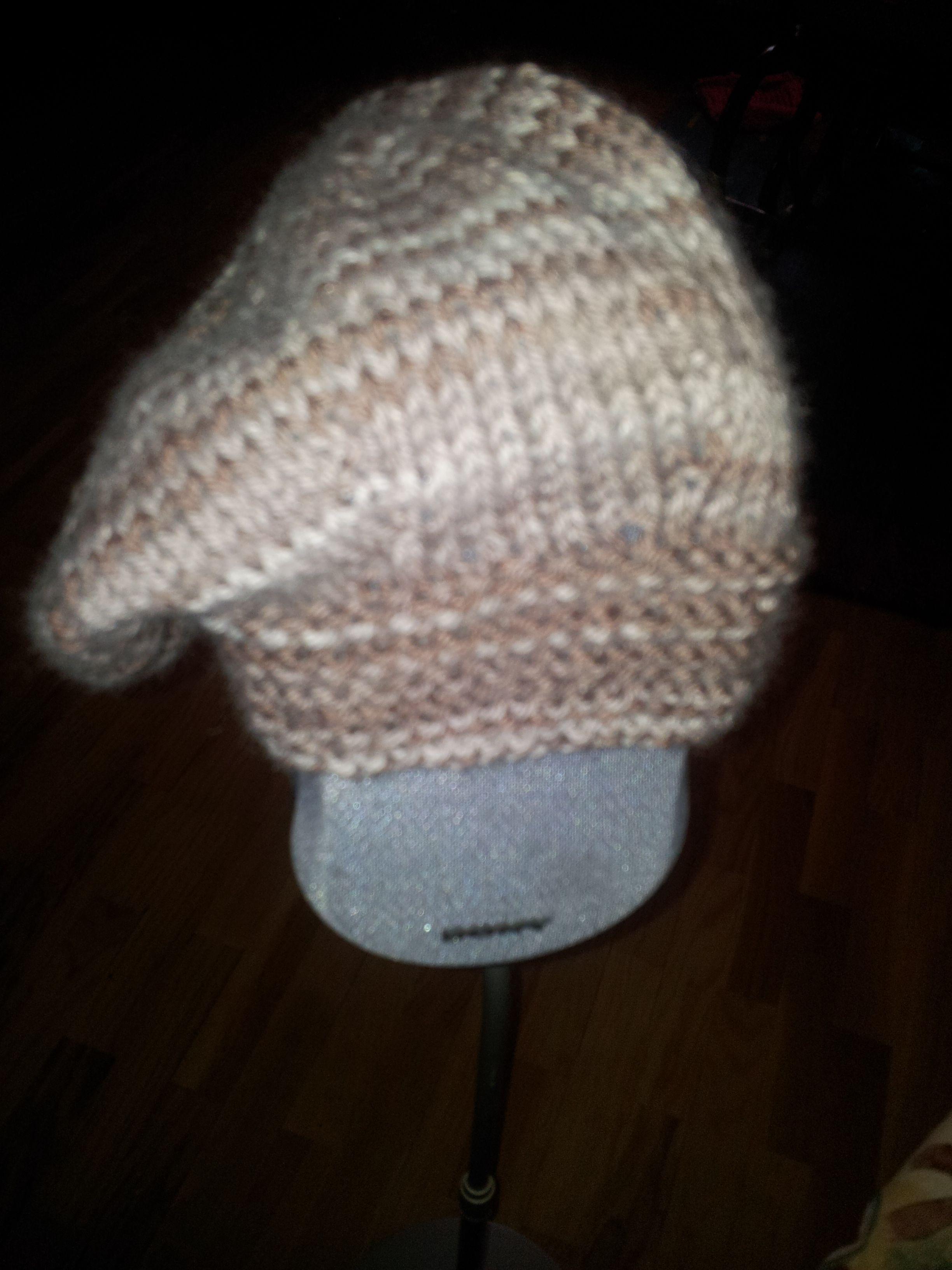 Gorro de lana tipo boina tejido a dos agujas   Cosas para ponerse ...