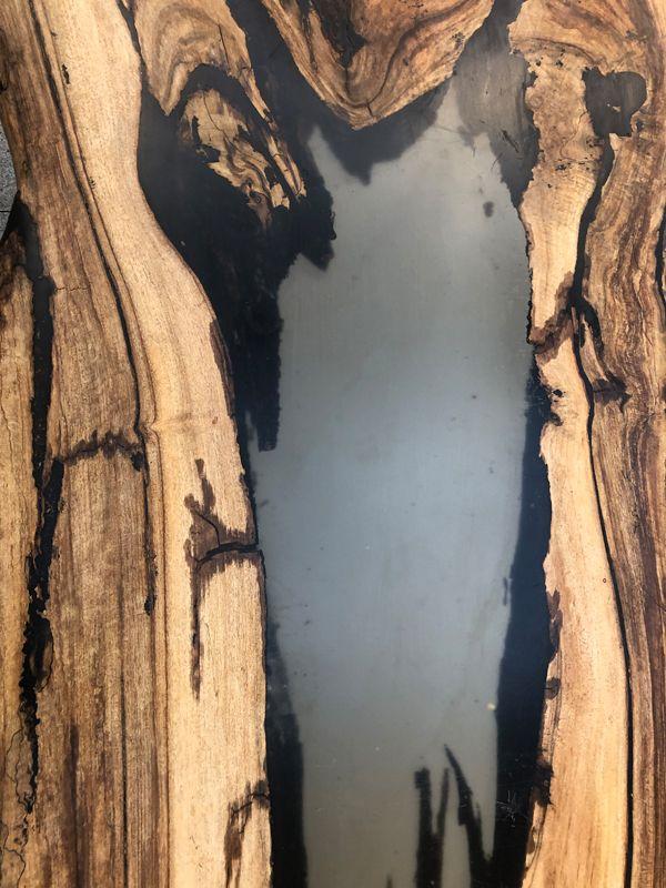 Selbstgemachter Holztisch aus gestockter Nuss mit Hartwachs ...