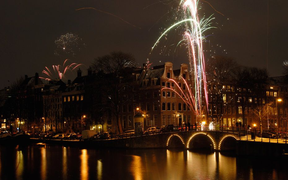 93 Fun Free Things To Do For New Year S Amsterdam New Year New Year S Eve Around The World New Years Eve Fireworks