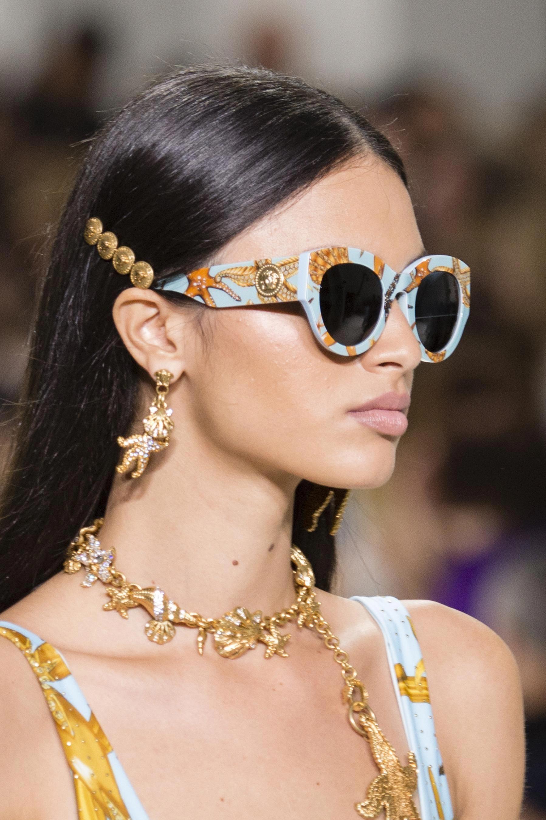6fc5dd16fd Défilé Versace Printemps-été 2018 Prêt-à-porter - Madame Figaro ...