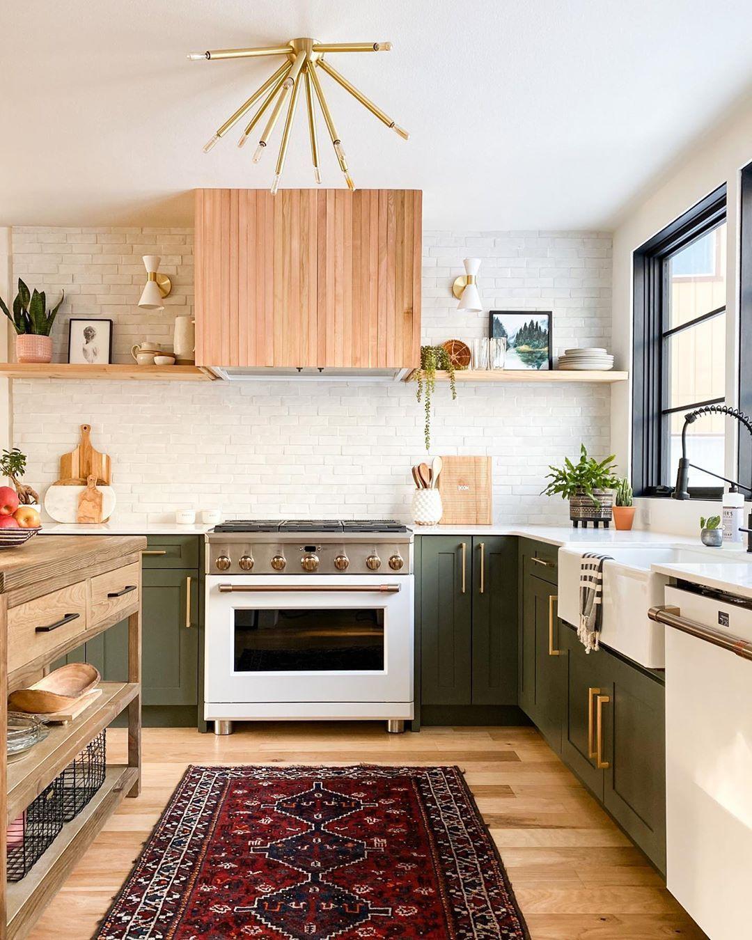 Reperees Sur Instagram Ces Cuisines Ont Toutes Des Ambiances Et Des Styles Differents On Adore In 2020 Green Kitchen Kitchen Inspirations Oregon House