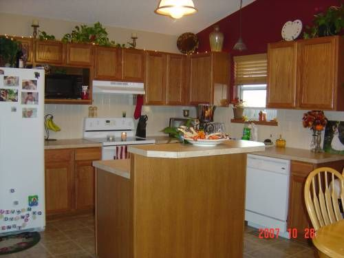 Decorating above cabinets ideas on how to decorate for Above kitchen cabinets decorating ideas