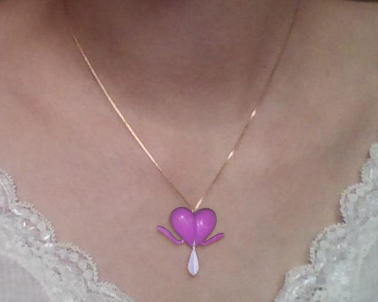Bleeding Heart Flower Pendant Accesorios
