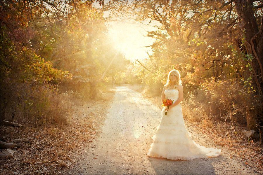 Trash+the+dress+rock+the+dress+bridal+portrait+portraits+rustic+cowboy+cowgirl+farm+outdoor+barn+warm+fall+wedding+bride+bridal+wedding+dress+gown+lace+Tilt+Shift+Studios+2.jpg (900×600)