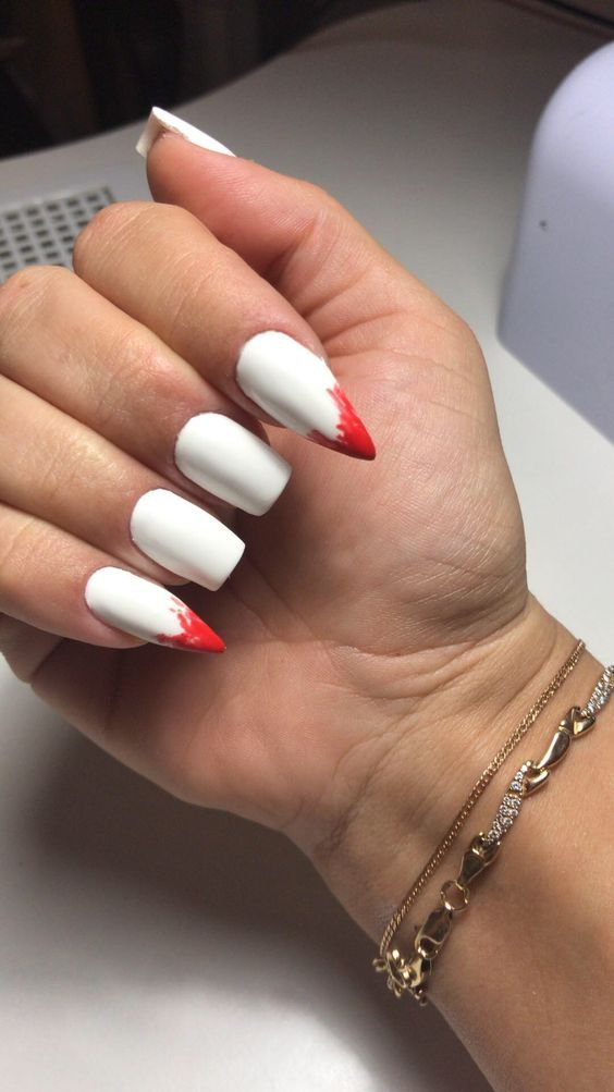 15 Gewmetrika Manikioyr Poy 8a Se Entypwsiasoyn Vampire Nails Halloween Nails Solid Color Nails