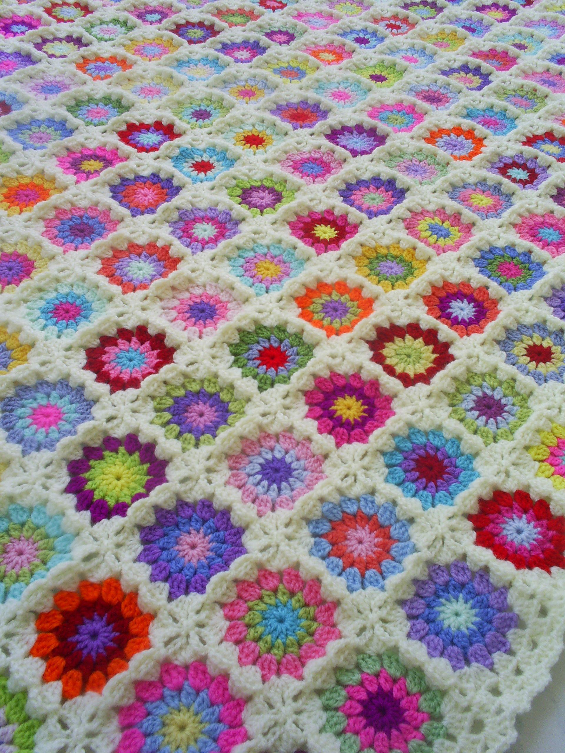 Crocheting Granny Square Blanket : Granny Squares