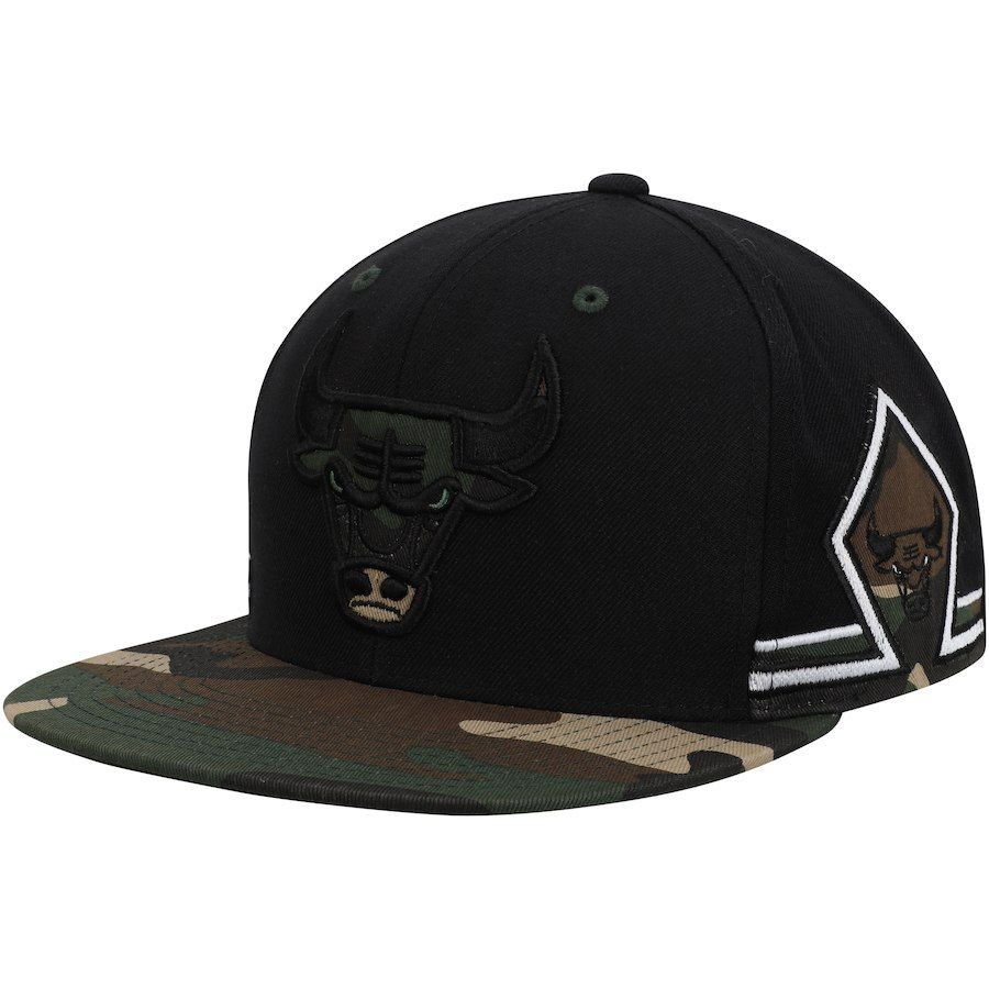 1ee287b5a70 Men s Chicago Bulls Mitchell   Ness Black Straight Camo Snapback Hat ...