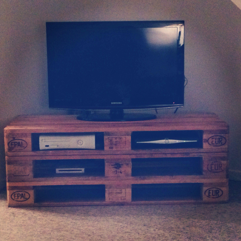 tv stand made from pallets tasar m pinterest m bel europaletten m bel und diy m bel. Black Bedroom Furniture Sets. Home Design Ideas
