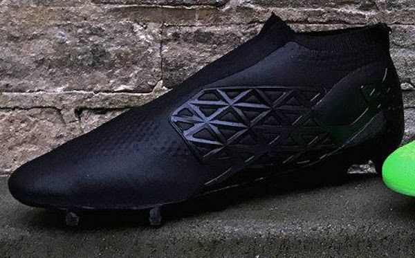 First Laceless Adidas Prototype Boots Revealed