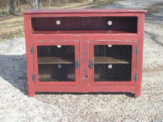 Credenza Con I Pallet : Barn red rustic pallet tv stand chicken wire doors sideboard