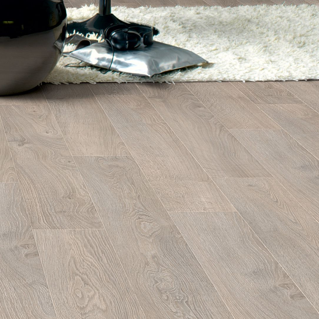 Quickstep calando light grey oak effect laminate flooring for Quickstep kitchen flooring